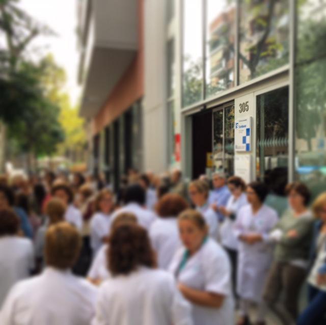 Concentració a l'entrada del CAP Borrell
