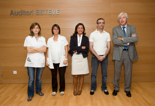 La Dra. Bravo, la Dra. Ricart, la Dra. Martínez, Àlex y el Dr. Lacy